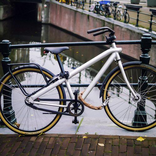 Parked silver ladies VanMoof