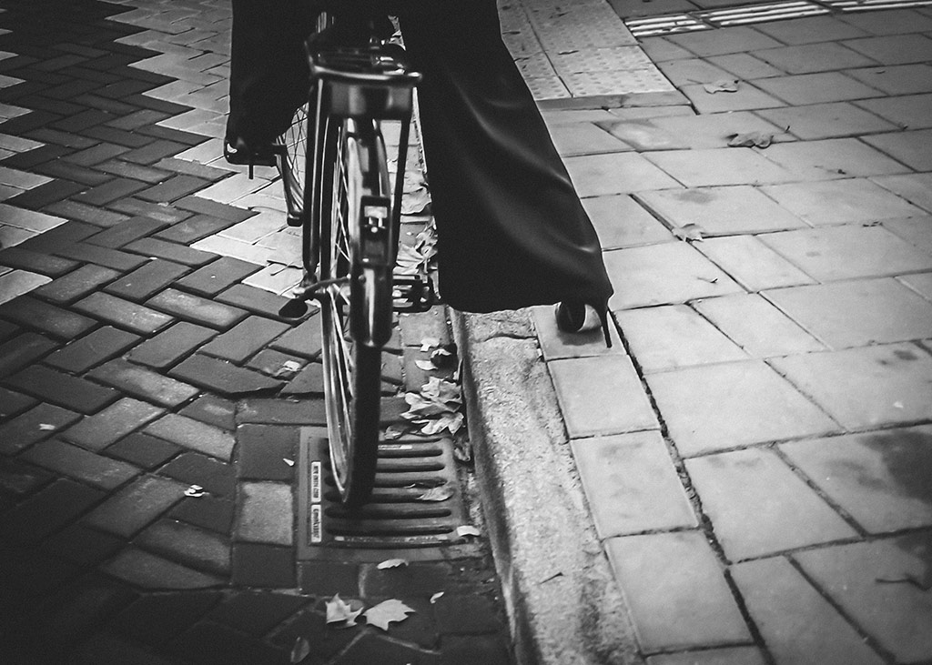 Heel Prop | Bicycle Street Photography Amsterdam