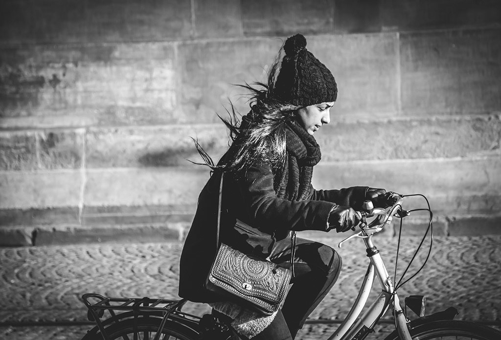 Bracing the wind | Bicycle Street Photography Amsterdam
