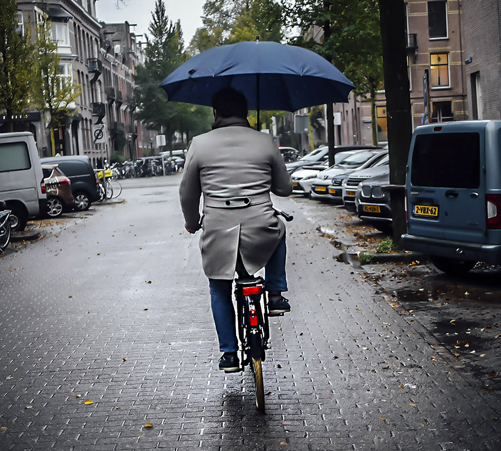 Rear View Wheel | Riding under cover in the rain in Amsterdam