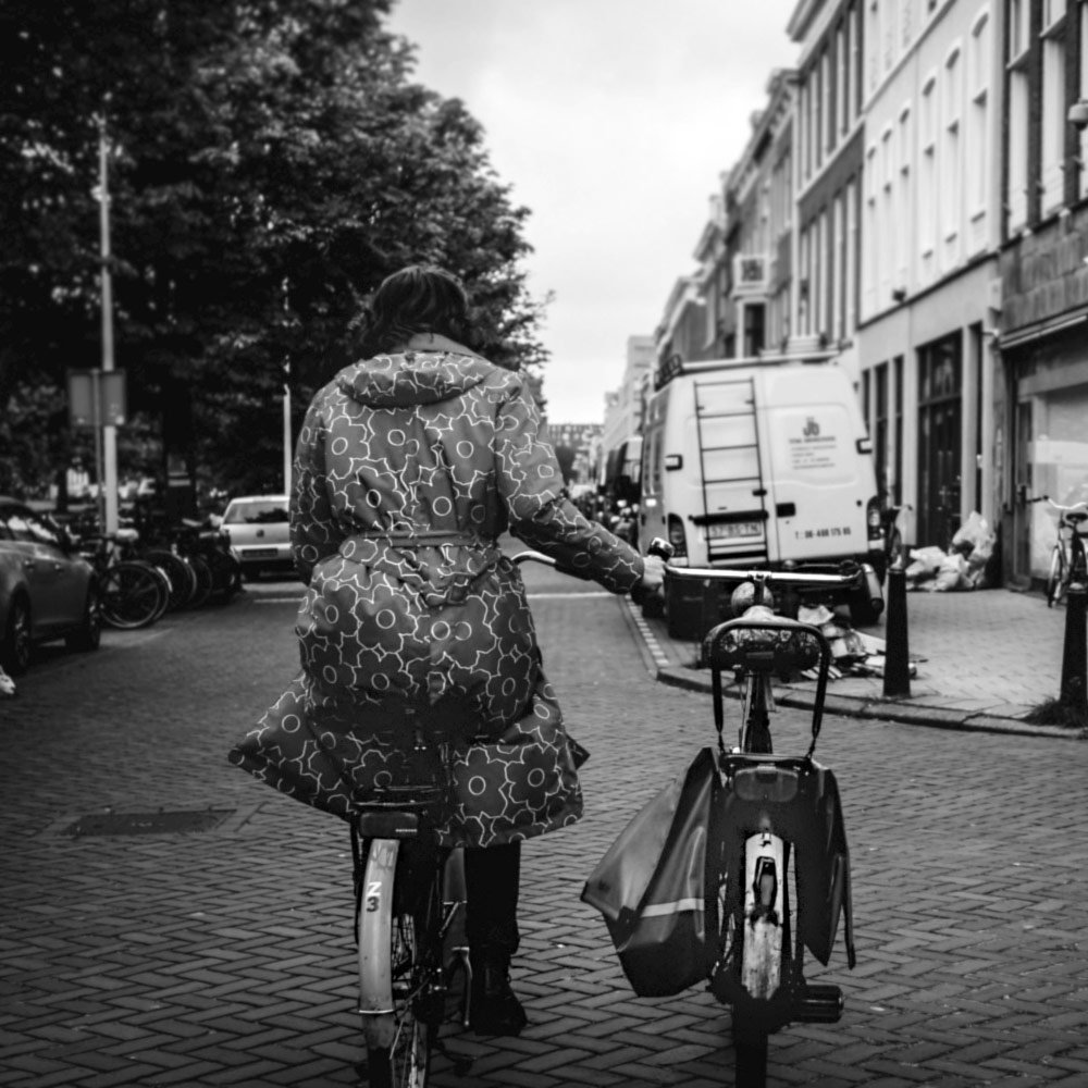 Carrying bicycle with one hand