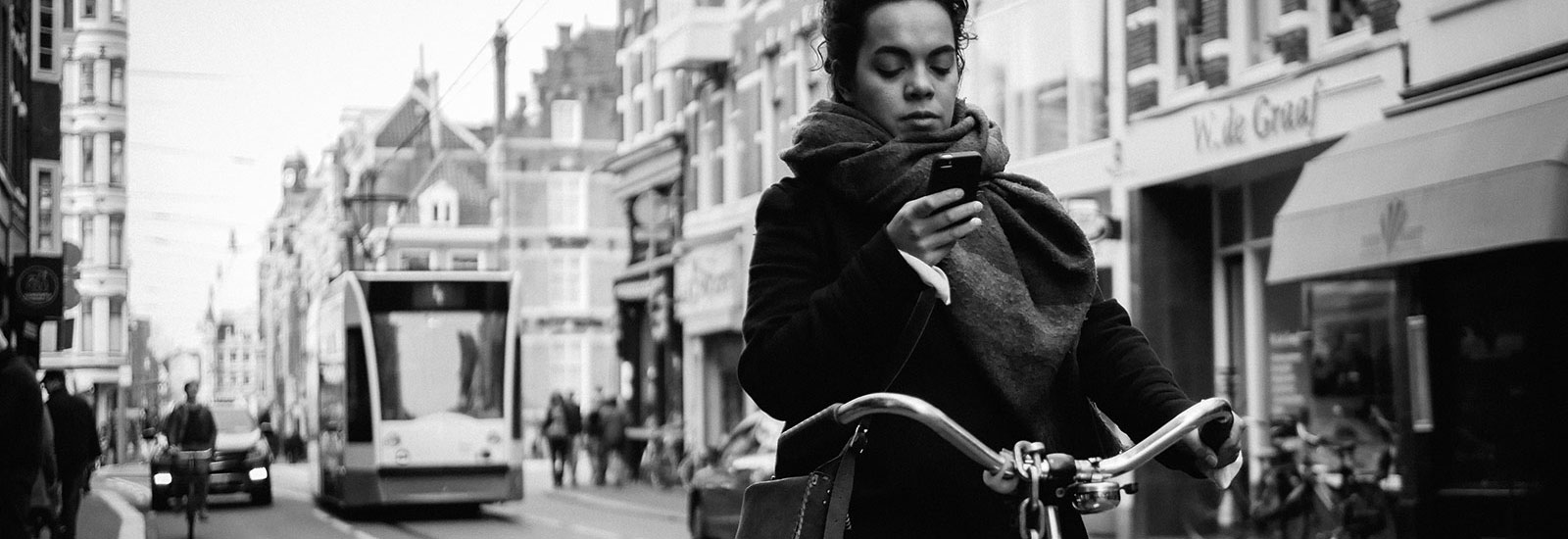 Amsterdam bans mobile phones