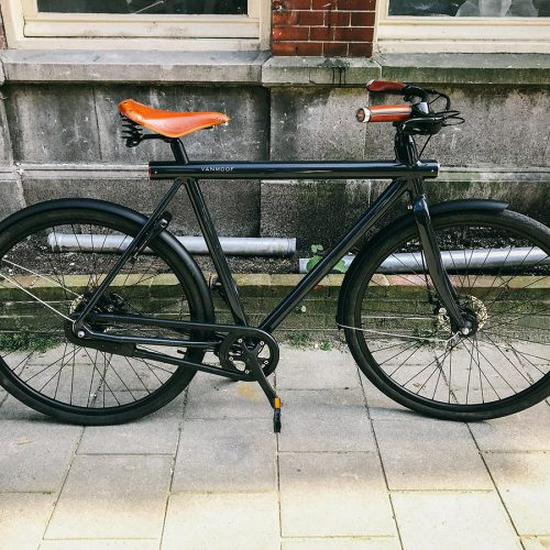 Vanmoof bicycle with Brooks accessories