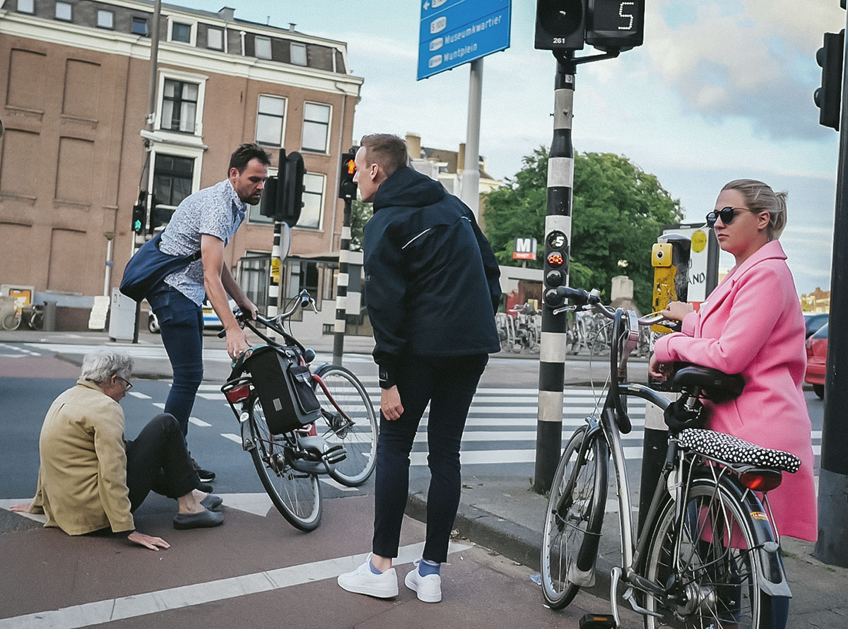 People helping during a bicycle wipeout in Amsterdam