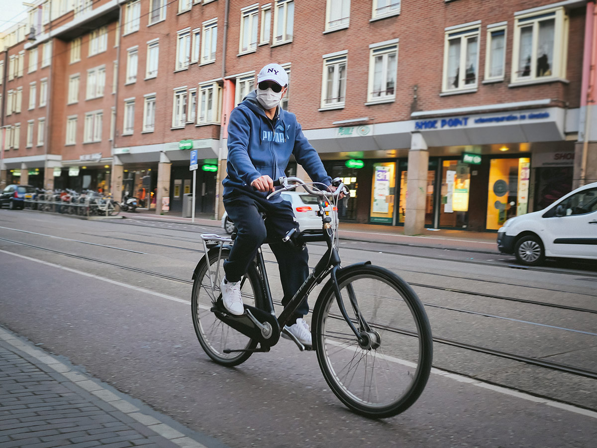 Bicyclist wearing mask in Amsterdam