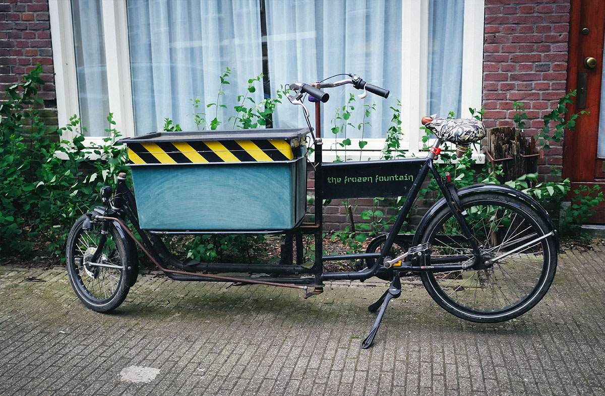Long John bicycle with box