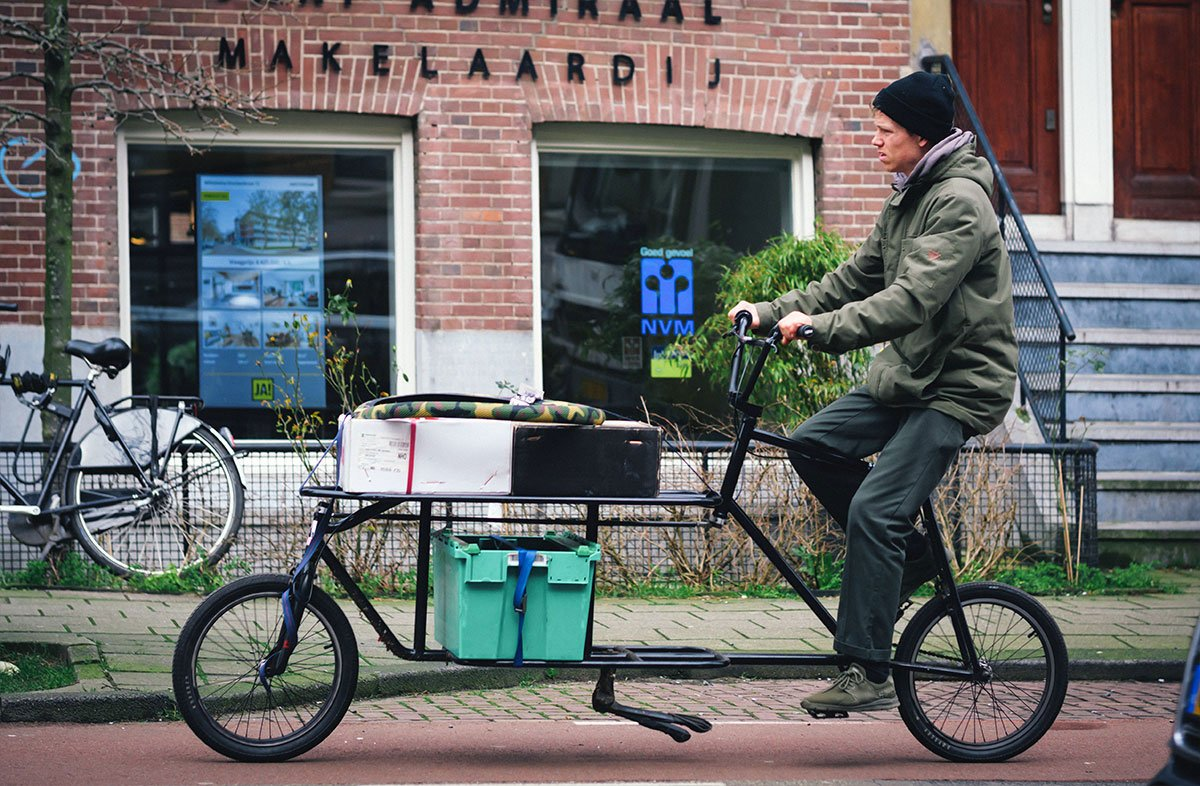 Moving with a Long John bicycle